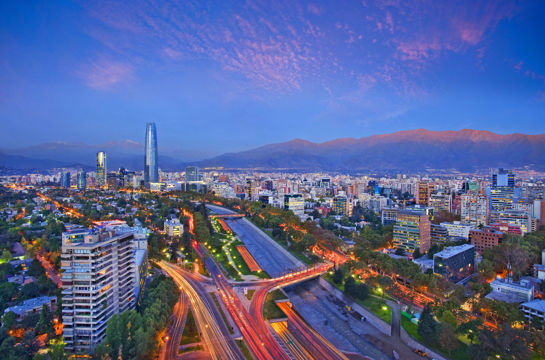 305_1santiago_chile_skyline