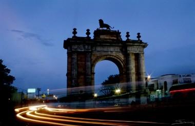 triumphal_arch_leon_mexico