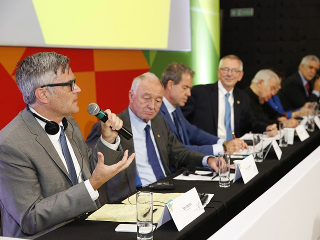 The Mayors' Summit kicked off today in Rio de Janeiro Brazil, allowing city leaders from across the globe to share their ideas for how to create sustainable cities. Former mayor of Portland, Sam Adams, shown speaking above. (Photo: Mariana Gil/ EMBARQ Brasil)